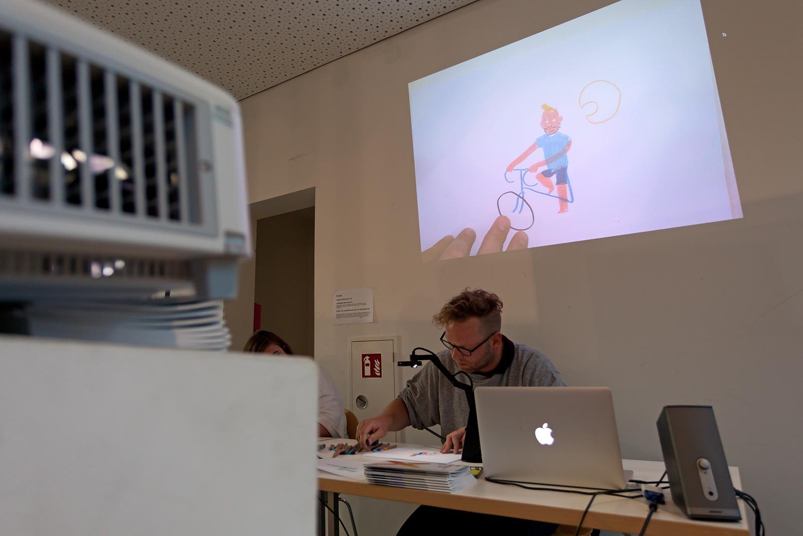 Gregor Hinz zeichnet live (hier bei der Museumsnacht 2017 im Kunstraum B)