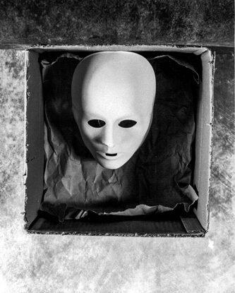 Wolfgang Meyer-Hesemann BOX MASK II, analoge Fotografie, € 100,00