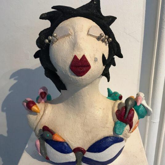 5. Büste Vogelfrau, Keramik, H 50 cm, € 400,00