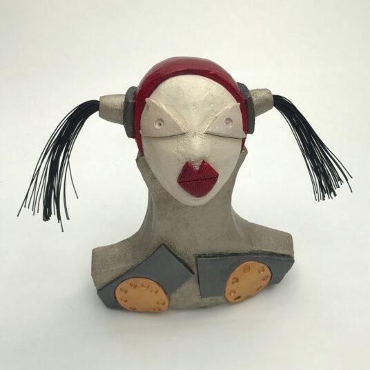 3. Pippa m. Zöpfen, Keramik, H 26 cm,  € 230,00