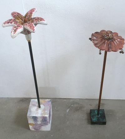 lilie mit holzpodest 85,00 € VERKAUFT, glockenblume mit bronzepodest (unverkäuflich)